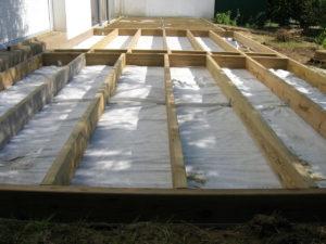 structure pour une terrasse en bois composite